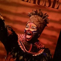 Photo prise au Temple Hoyne Buell Theater par Debra P. le11/10/2011