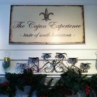 Das Foto wurde bei Cajun Experience von Kathleen H. am 1/2/2012 aufgenommen