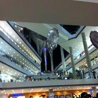Foto tirada no(a) Millennium Mall por Fatima C. em 7/20/2011