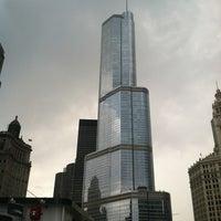 Foto tomada en Chicago Architecture Foundation River Cruise por Bailey V. el 7/14/2012