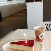 4/12/2012 tarihinde Aylin K.ziyaretçi tarafından PizzyBurger'de çekilen fotoğraf