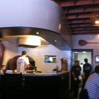 8/2/2012 tarihinde Leonziyaretçi tarafından Tony's Pizza Napoletana'de çekilen fotoğraf