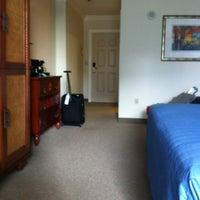 Foto diambil di Riverside Hotel oleh Julie M. pada 1/23/2012