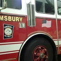 Das Foto wurde bei Weatogue Fire House von Harley H. am 1/3/2012 aufgenommen
