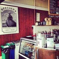 Foto tirada no(a) Beecher's Handmade Cheese por David D. em 7/29/2012
