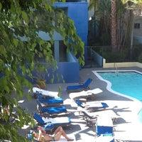 Foto tomada en Ramada Plaza West Hollywood Hotel and Suites por Wm. Cory Jeffries, LMT NMT el 9/3/2012
