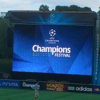 Снимок сделан в UEFA Champions Festival 2012 пользователем Brijesh G. 5/19/2012