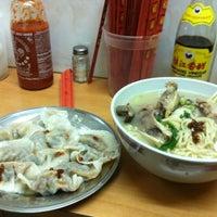 5/19/2012 tarihinde Mimi J.ziyaretçi tarafından Lam Zhou Handmade Noodle'de çekilen fotoğraf