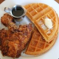 Foto diambil di Brown Sugar Kitchen oleh Joshua N. pada 1/10/2012