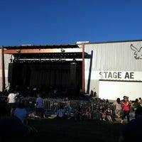 รูปภาพถ่ายที่ Stage AE โดย Amber C. เมื่อ 8/29/2012