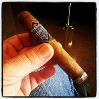 Foto tirada no(a) Smoky's Tobacco and Cigars por William C. em 7/13/2012