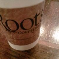 Foto tirada no(a) Roots Coffeehouse por Jeff L. em 9/7/2012