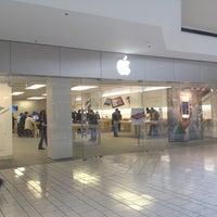 4/11/2012에 Benjamin S.님이 Apple Beverly Center에서 찍은 사진