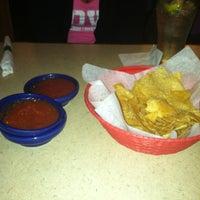 Foto tomada en La Parrilla Mexican Restaurant por Elizabeth M. el 2/19/2012