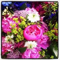 Foto tomada en 14th and U Farmer's Market por Gregory N. el 5/26/2012
