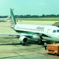 รูปภาพถ่ายที่ Aeroporto di Milano Linate (LIN) โดย Joshua M. เมื่อ 7/13/2012