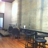 3/16/2012 tarihinde Richard E.ziyaretçi tarafından Milano Coffee'de çekilen fotoğraf