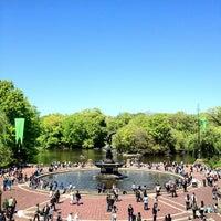 Das Foto wurde bei Bethesda Terrace von Non Rev Guy am 4/29/2012 aufgenommen