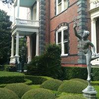 Foto tomada en Calhoun Mansion por Marc S. el 7/2/2012