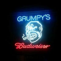 รูปภาพถ่ายที่ Grumpy's Bar & Grill โดย Karina T. เมื่อ 10/11/2011