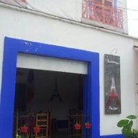 Снимок сделан в Petit Bistró пользователем JP F. 8/18/2012