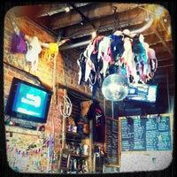 4/9/2012 tarihinde Chris V.ziyaretçi tarafından Jack Brown's Beer & Burger Joint'de çekilen fotoğraf