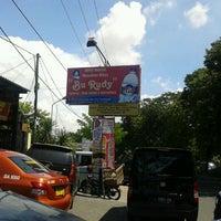 """5/7/2012 tarihinde Denny E.ziyaretçi tarafından Depot Madiun Masakan Khas """"Bu Rudy""""'de çekilen fotoğraf"""