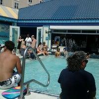 Das Foto wurde bei The Float Pool And Patio Bar von Sheri M. am 3/31/2012 aufgenommen