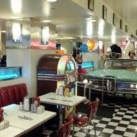 Foto diambil di Lori's Diner oleh Hanz C. pada 4/28/2012