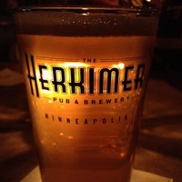 Foto tomada en The Herkimer Pub & Brewery  por Mark el 4/5/2012