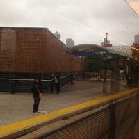 Foto tirada no(a) RTD - Auraria West Campus Light Rail Station por Brandy R. em 5/12/2012