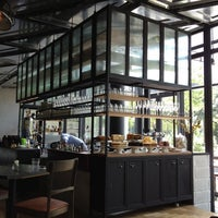 Foto tomada en Acme Bar & Coffee por Vincent T. el 1/25/2012