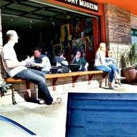 4/1/2012 tarihinde Sam K.ziyaretçi tarafından Bird Rock Coffee Roasters'de çekilen fotoğraf