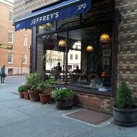 รูปภาพถ่ายที่ Jeffrey's Grocery โดย Fred W. เมื่อ 10/21/2011