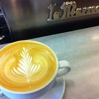 6/19/2012 tarihinde John S.ziyaretçi tarafından Peregrine Espresso'de çekilen fotoğraf