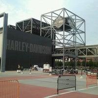 Das Foto wurde bei Harley-Davidson Museum von Shawn M. am 9/3/2011 aufgenommen