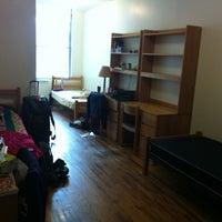 10/3/2011 tarihinde Nicole L.ziyaretçi tarafından NYU Greenwich Residence Hall'de çekilen fotoğraf