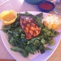Foto tomada en La Parrilla Mexican Restaurant por Heather B. el 1/5/2012