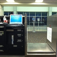 Foto tomada en Gulfport-Biloxi International Airport (GPT) por Laura G. el 12/11/2011