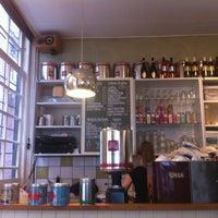 รูปภาพถ่ายที่ 't Achterommetje โดย Bob T. เมื่อ 7/15/2012