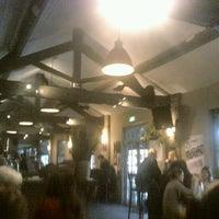 รูปภาพถ่ายที่ Lockside Lounge โดย Pascual V. D. เมื่อ 12/10/2011