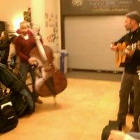 Foto scattata a Old Town School of Folk Music da Gordon M. il 11/21/2011
