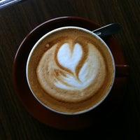 Foto tomada en Transcend Coffee por Jud S. el 2/24/2012