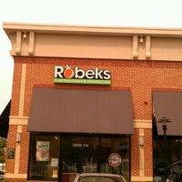Foto scattata a Robeks Fresh Juices & Smoothies da Josh G. il 10/26/2011