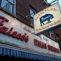 Foto tomada en Faicco's Italian Specialties por Frank S. el 1/2/2011
