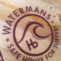 Foto scattata a Watermans - A Safe House For Surfers da John K. il 3/16/2011