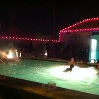 Das Foto wurde bei The Float Pool And Patio Bar von Zach F. am 7/17/2011 aufgenommen