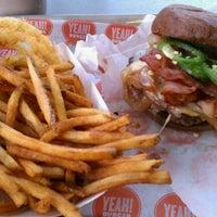 Photo prise au YEAH! Burger par Chad E. le4/24/2011