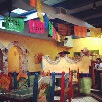 Foto tomada en Cancun's Restaurant por Nichole M. el 8/17/2012