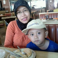12/30/2011 tarihinde Erlina Kartikasari R.ziyaretçi tarafından Dunkin Donuts'de çekilen fotoğraf
